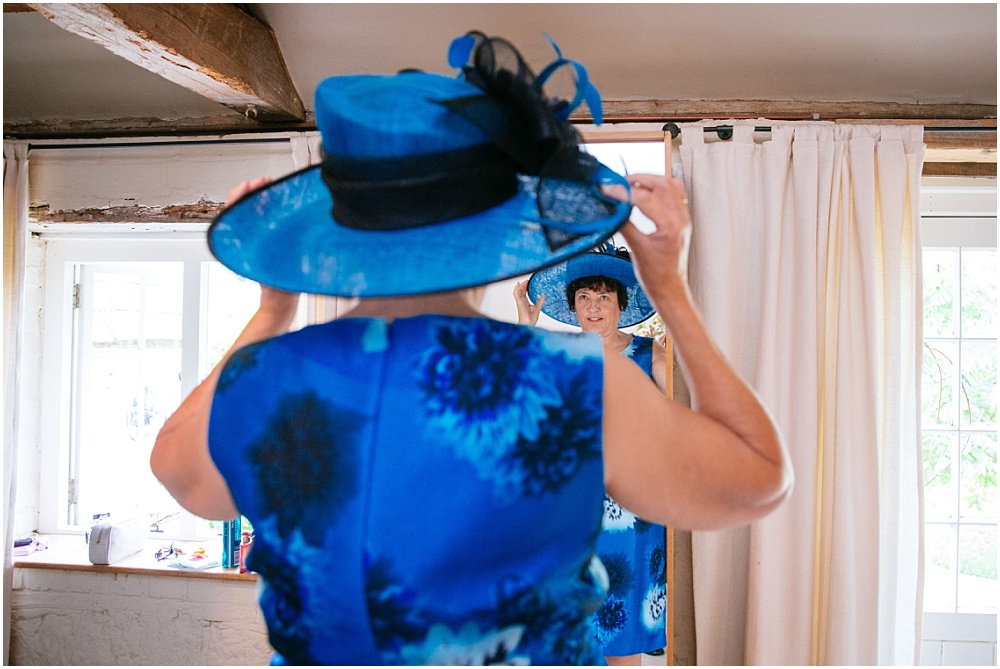 Mother of bride puts on hat