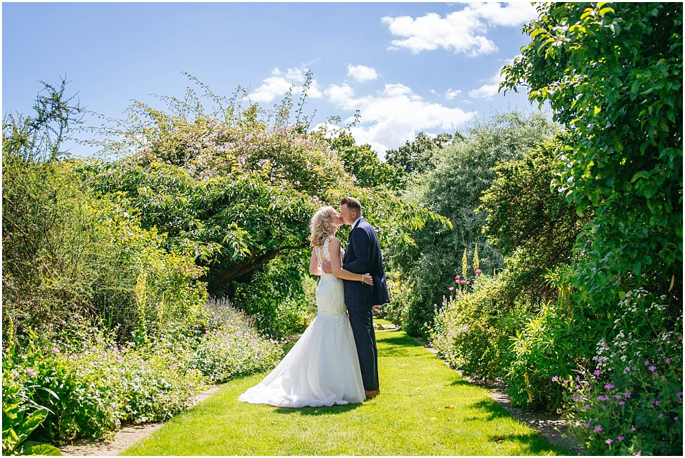 Surrey wedding photographer_0286