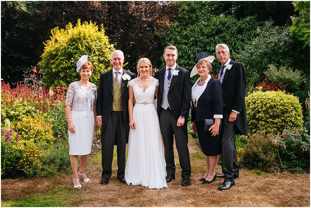 relaxed group shots at wedding