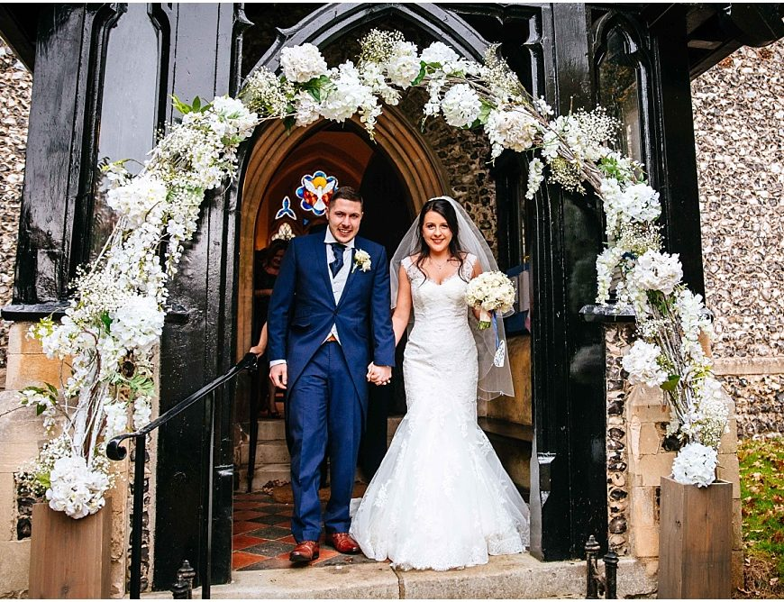 Berkshire Wedding Photographer – Holly & Rob's Olde Bell wedding