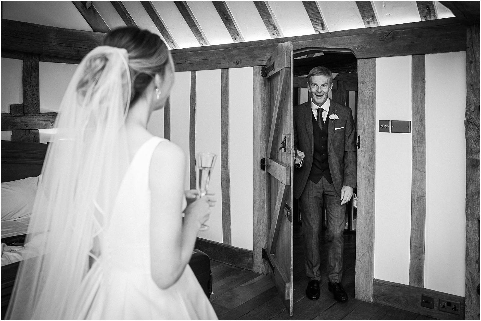 dad sees bride for the first time