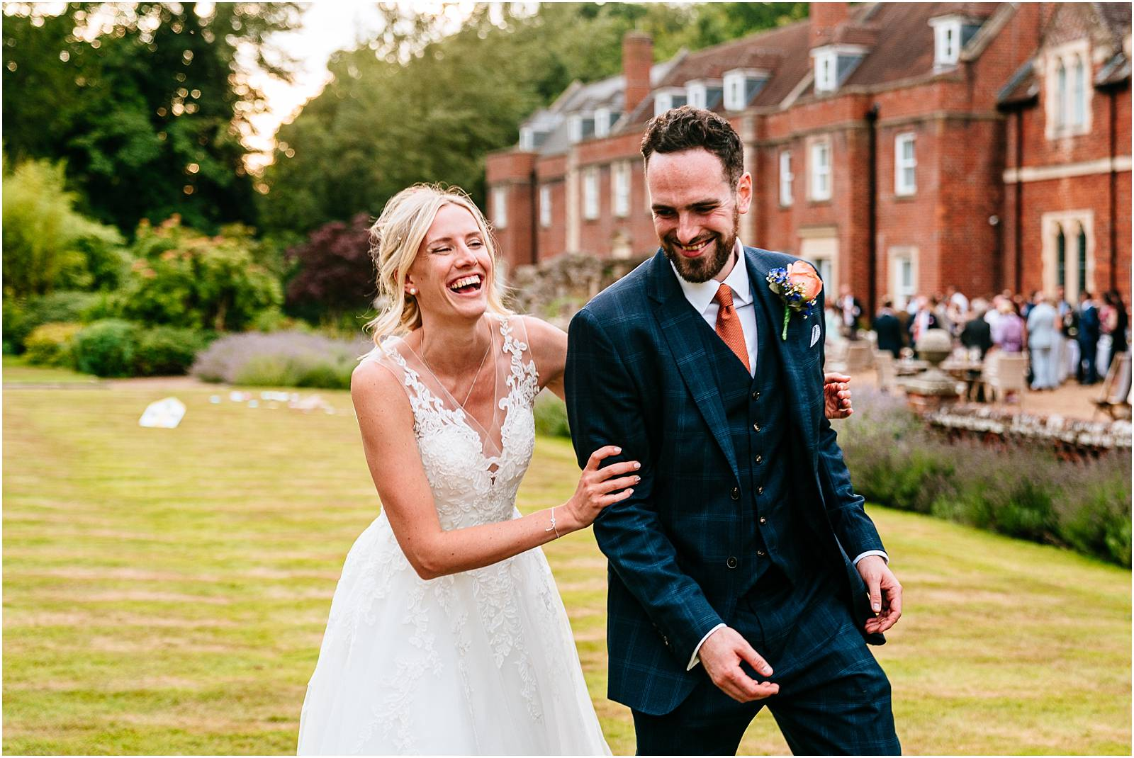candid relaxed wotton house wedding photography