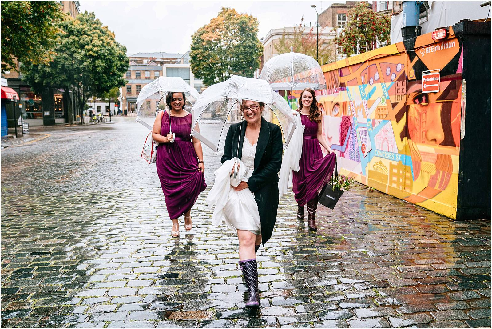rainy london wedding photography