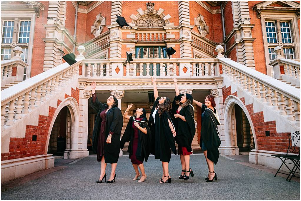 Royal Holloway Graduation Photographer – Rund and friends