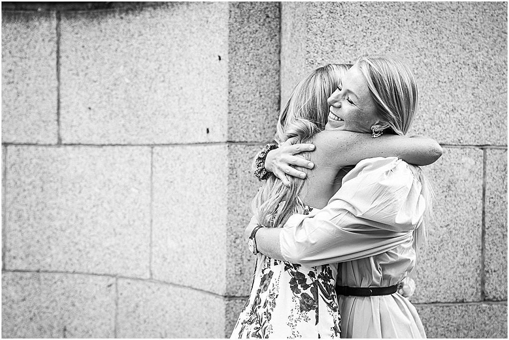 beautiful sisters hug before chelsea wedding