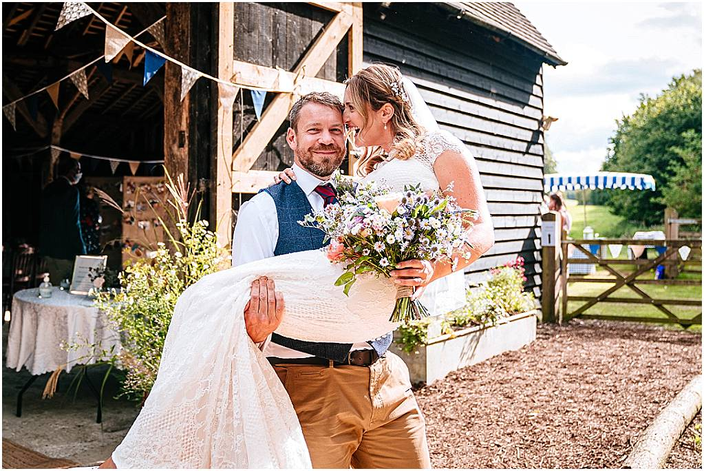 Hampshire Wedding Photographer – Julia & Andrew's Dyers Barn Wedding